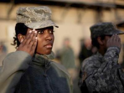 black-female-soldier-saluting