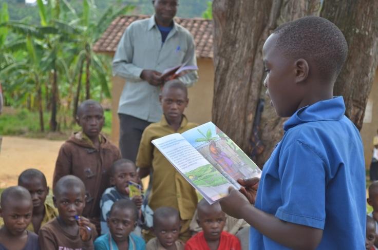Sophie-Blackall-Reading-in-Rwanda-3